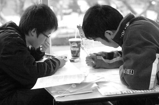 学霸网赚季日入 500 兼职高考数学刷题王